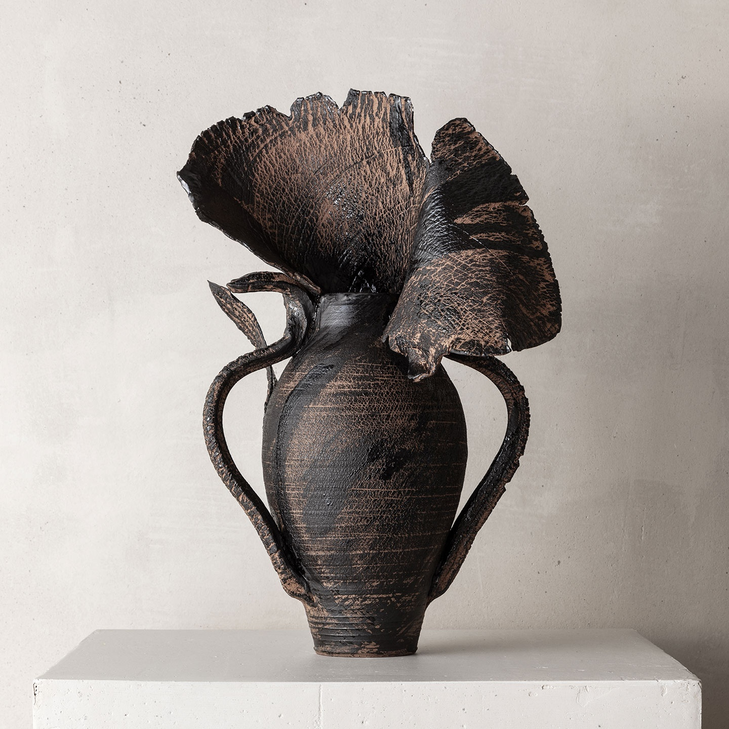 CHTHONIC VESSEL 06Peter Speliopoulos, Peter Speliopoulos Ceramics, Peter Speliopoulos Artist, Peter Speliopoulos Fashion Designer, Contemporary Ceramics, Contemporary Greek Ceramics, Interior Design Accessories.