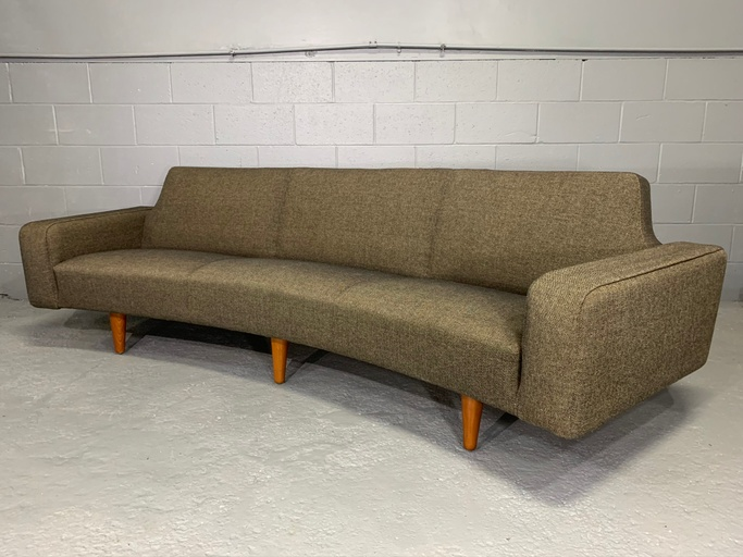 Danish Modern Mid-Century Model 450 Banana Curved Sofa by Illum Wikkelsø for Aarhus Polstrermøbelfabrik