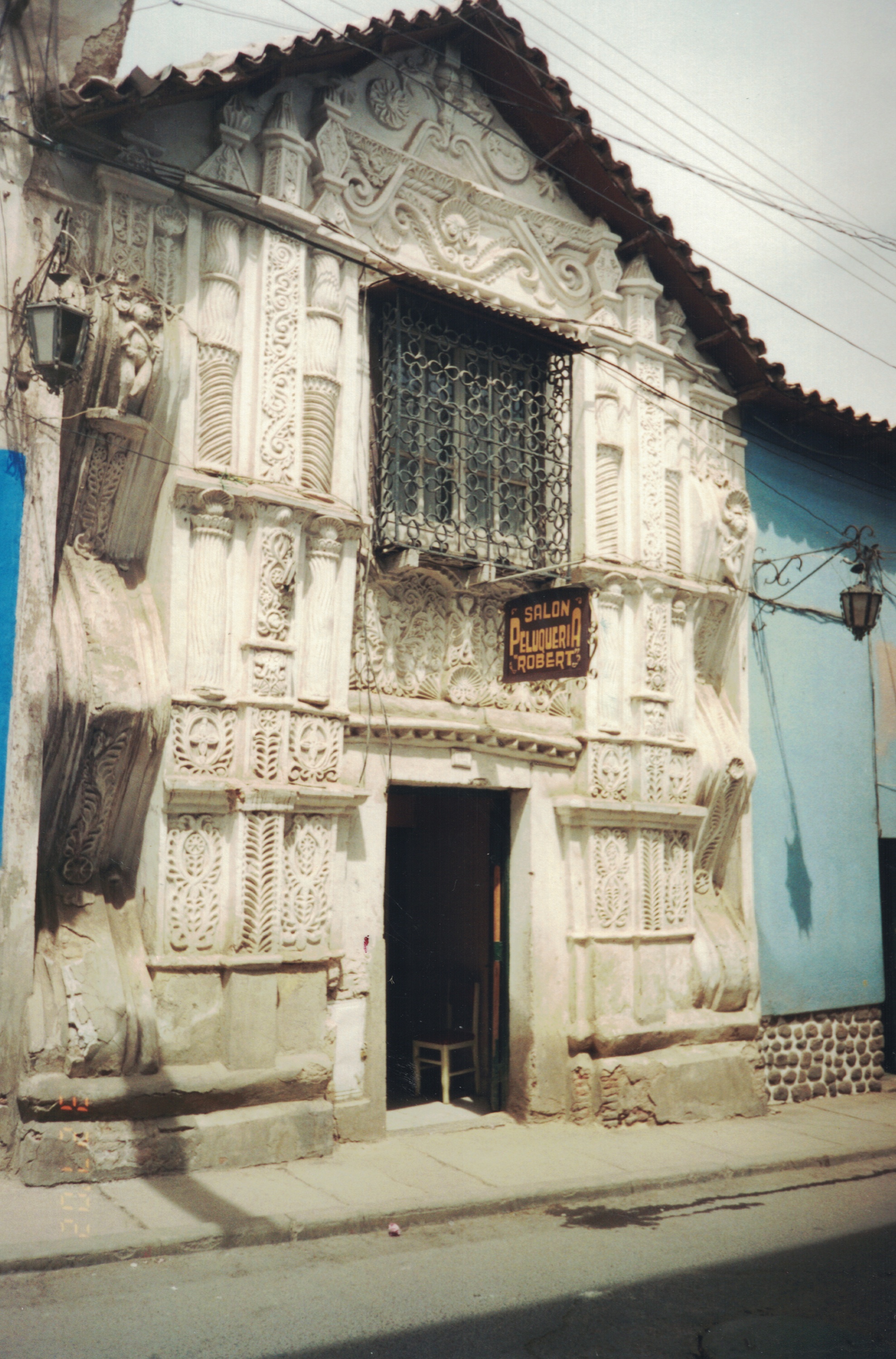 photo of a storefront in sucre