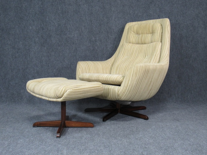 Mid-Century, Danish Modern Chair and Ottoman in Style of Arne Jacobsen for Fritz Hansen with Rosewood Star Swivel Base.  Circa 1960s.