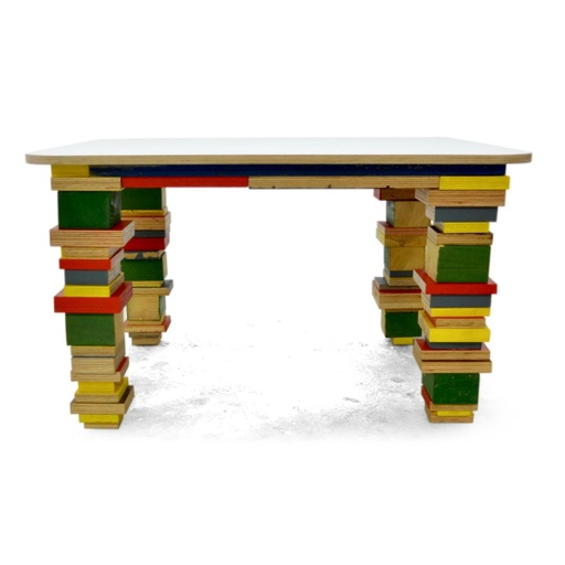 Painted scrap wood table nuotrauka