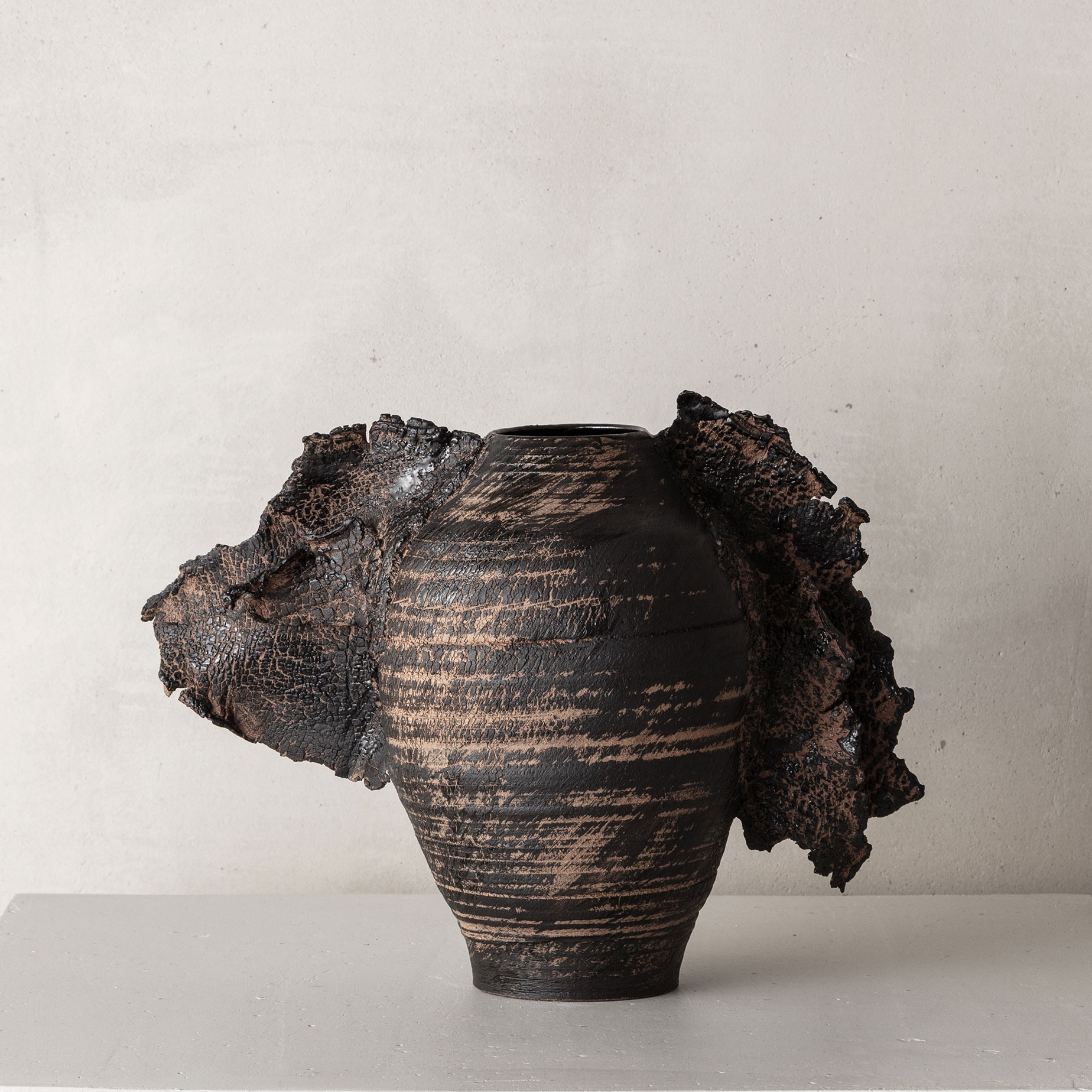 CHTHONIC VESSEL 04Peter Speliopoulos, Peter Speliopoulos Ceramics, Peter Speliopoulos Artist, Peter Speliopoulos Fashion Designer, Contemporary Ceramics, Contemporary Greek Ceramics, Interior Design Accessories.