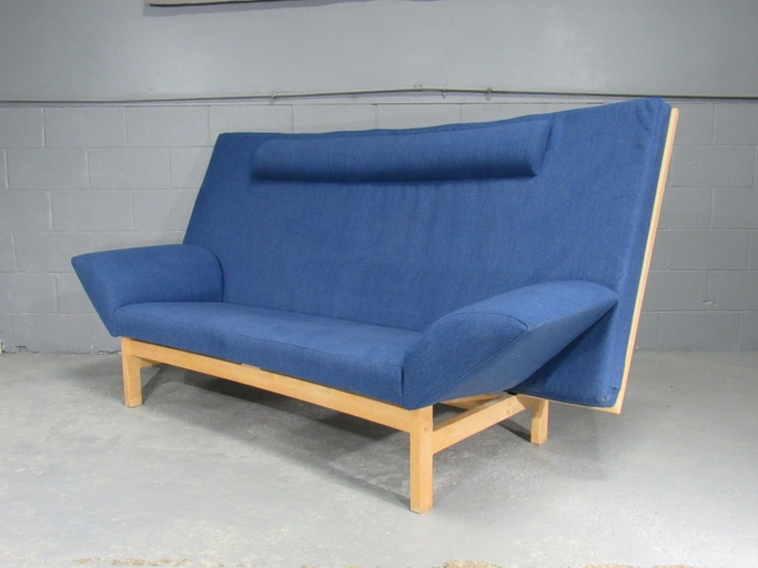 Mid-Century September Sofa model GE-299 by Takashi Okamura & Erik Marquardsen for Getama in Beech. Circa 1987.
