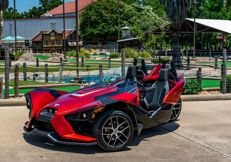 Polaris-Slingshot-parked-in-front-of-a-mini-golf-park