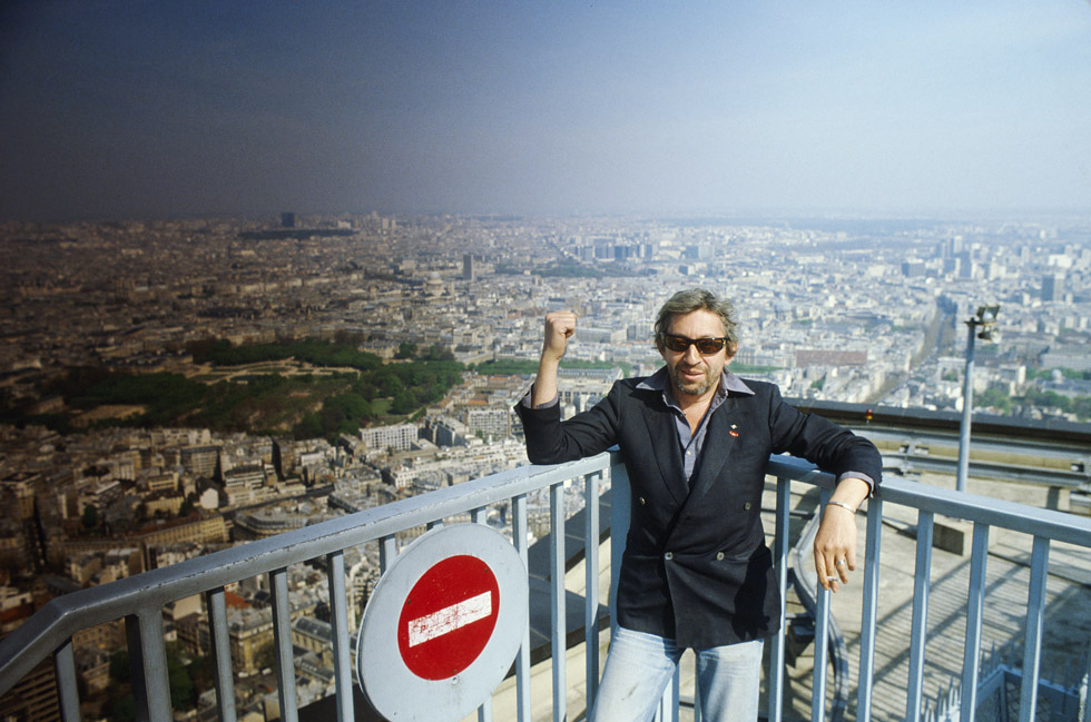 Serge Gainsbourg en séance photo à Paris le 15 avril 1982.