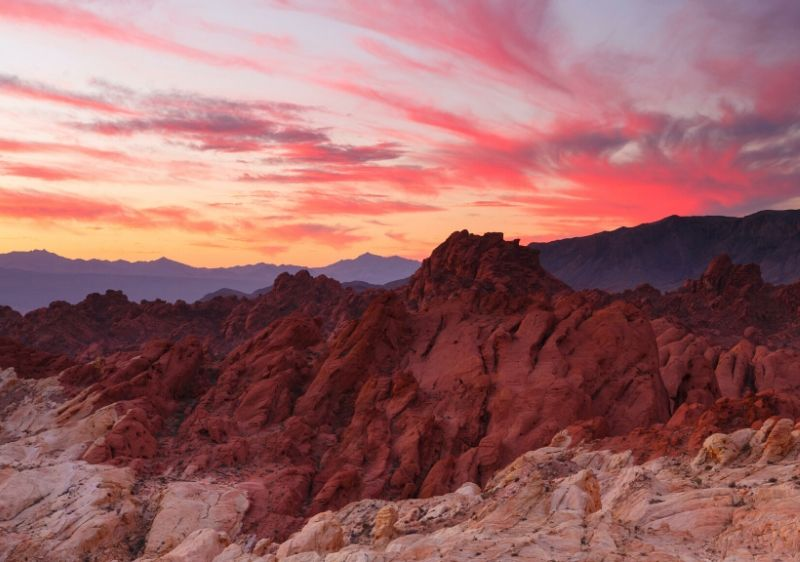 red-rock-in-the-Valley-of-fire-at-sunset