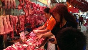 My lovely mother is choosing the fresh meat at Pei Ho Street fresh meat stall.