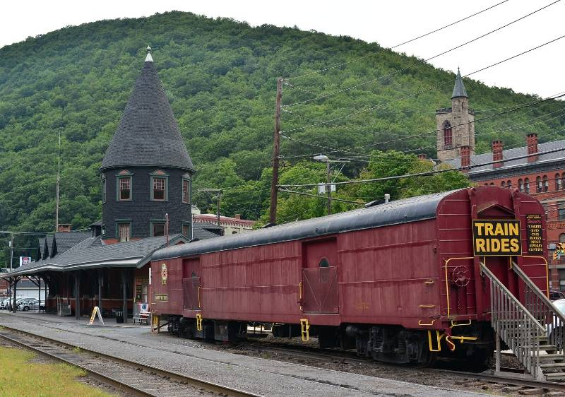 train-station-in-front-of-Pocono-Mountains