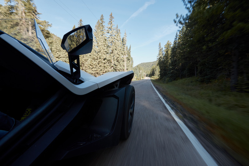 Righ-side-view-of-Slingshot-driving-on-road