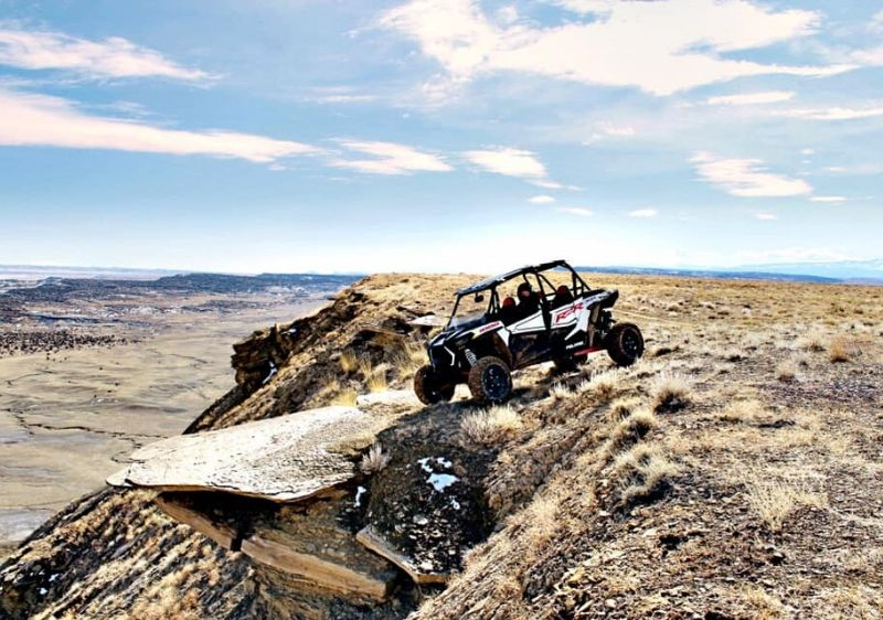 guest-in-a-Polaris-RZR-overlooking-the-scenery