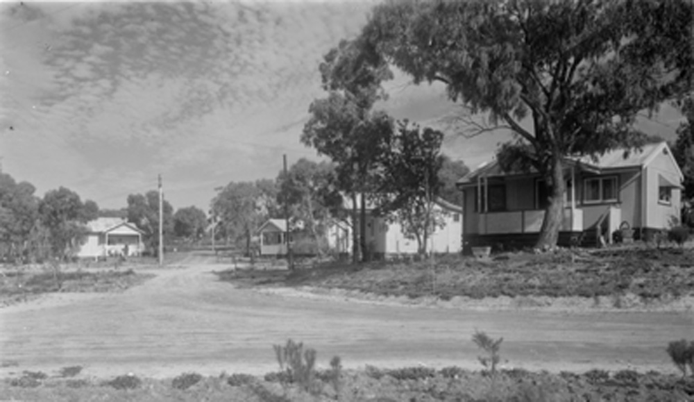 This is a black and white photo of cottages in the Carrum Downs Settlement.