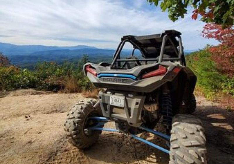 Polaris-RZR-parked-at-a-scenic-overlook