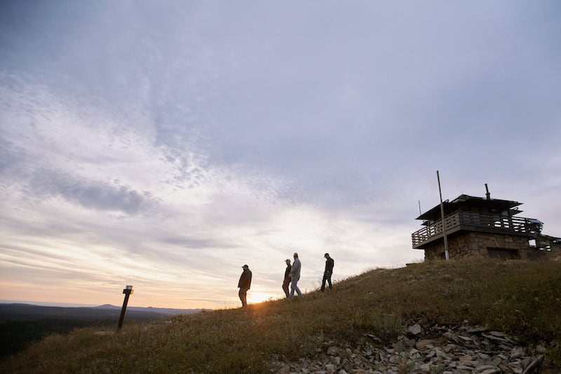 Guests-walking-from-the-Cement-Ridge-Lookout-Spearfish-Canyon Resort