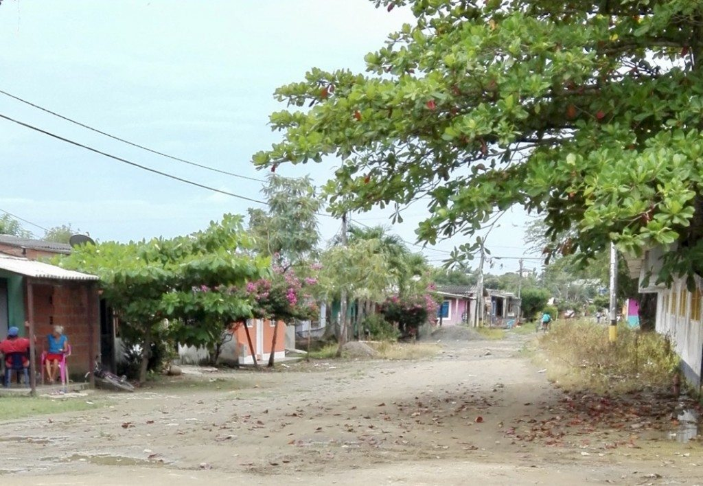 Dirt streets in the nearby town of Currulao.