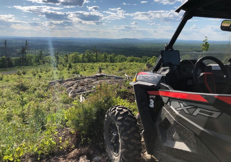 Polaris-RZR-parked-facing-a-scenic-overlook1