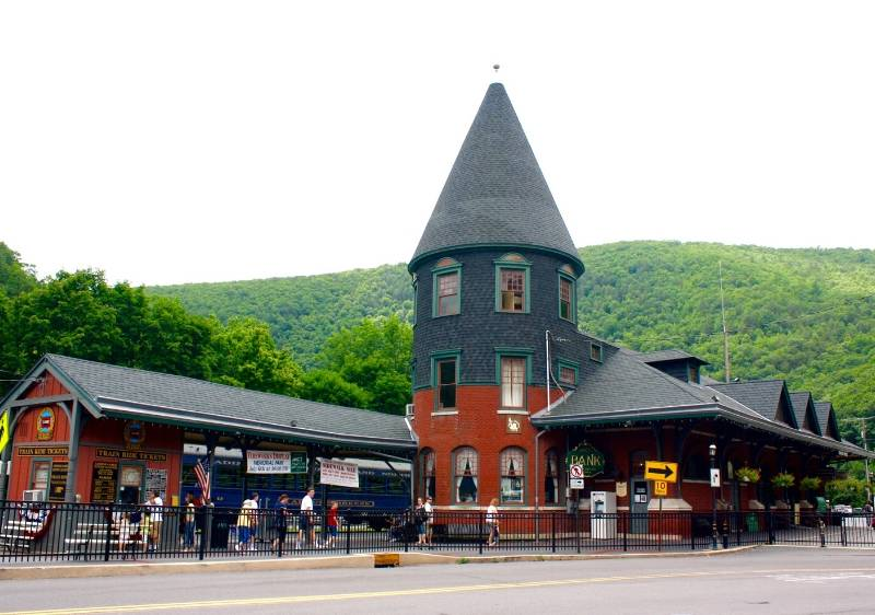 train-station-in-front-of-Pocono-Mountains1