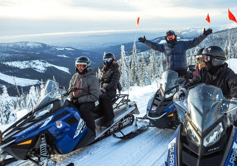 Snowmobiling-tour-group-parked-over-Priest-River-Valley