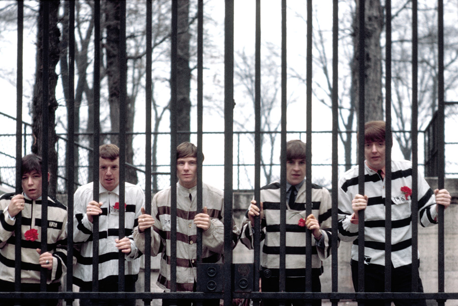 Le groupe The Animals aux tuileries en 1965.