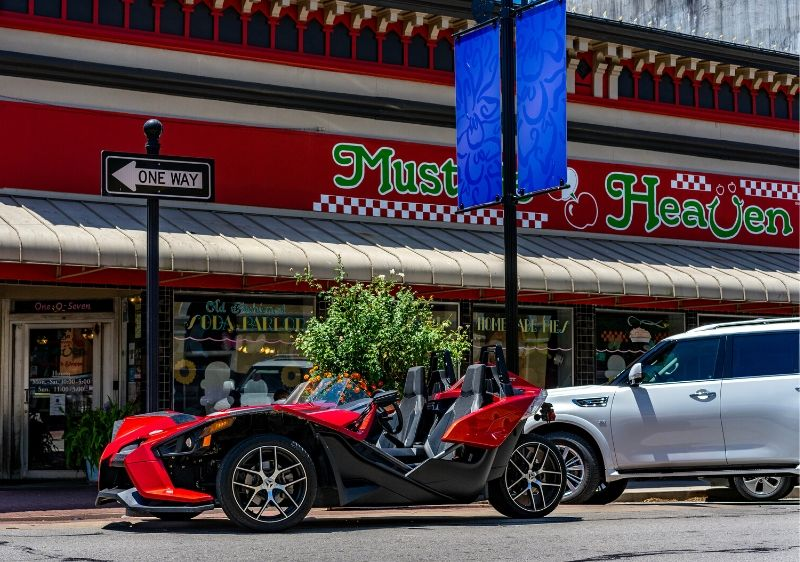 Polaris-Slingshot-parked-out-front-of-Must-Be-Heaven-restaurant