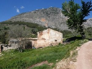 Old abandoned Cortija on the Camino walk to Belmez de Moraleda, Sierra Magina, Spain
