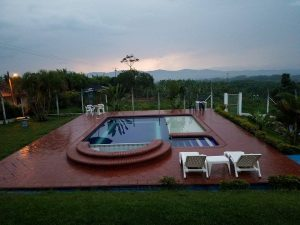 pool and sunset at Filandia hostel