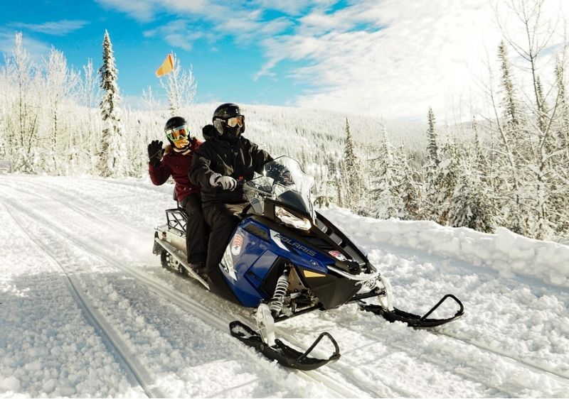 Snowmobile-group-on-Priest-River-Valley-trail