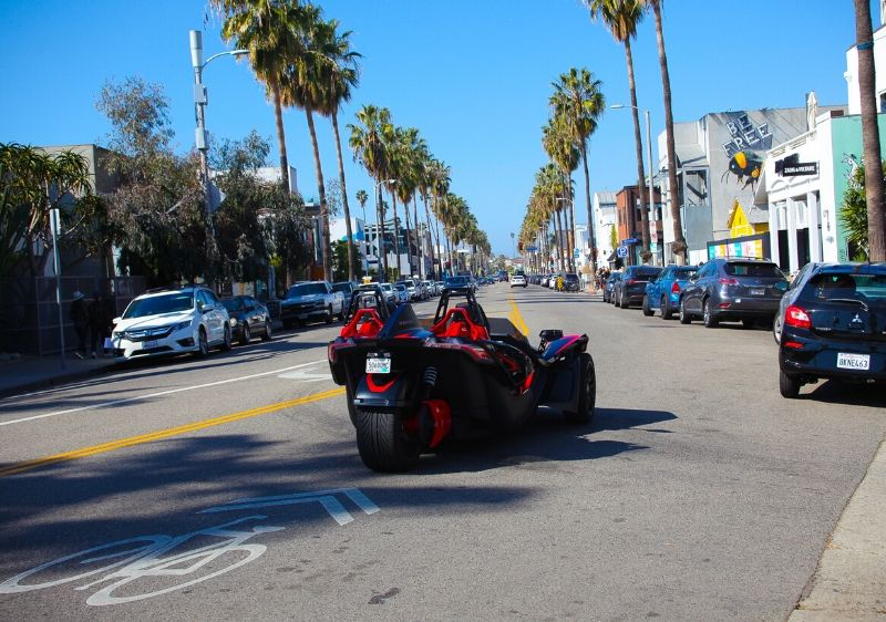 guest-driving-a-Polaris-Slingshot-through-AbbottKinney-California