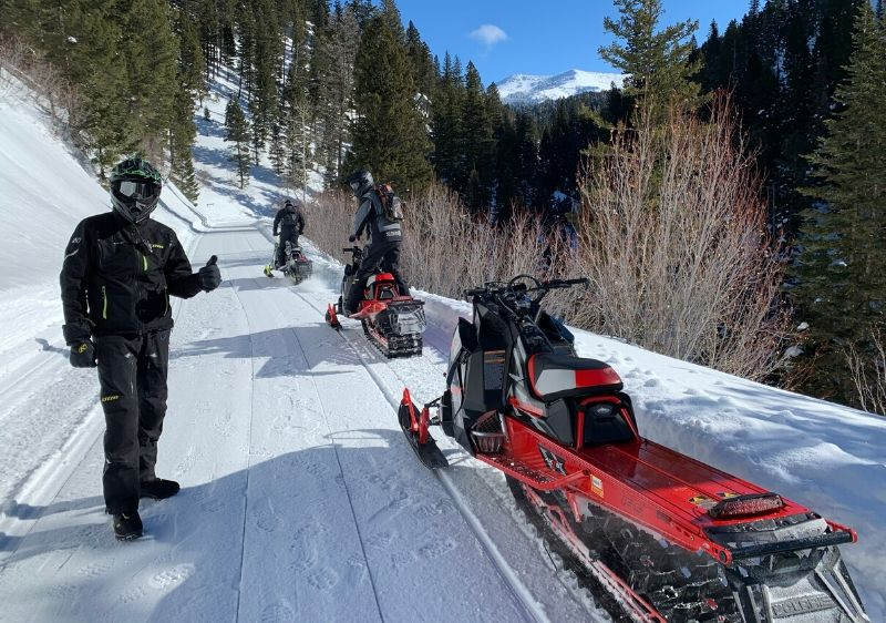 guests-riding-Polaris-Snowmobiles-on-groomed-trails