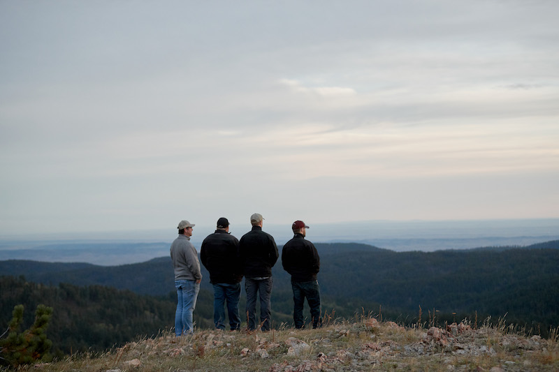 guests-enjoying-the-views-at-cement-ridge-lookout