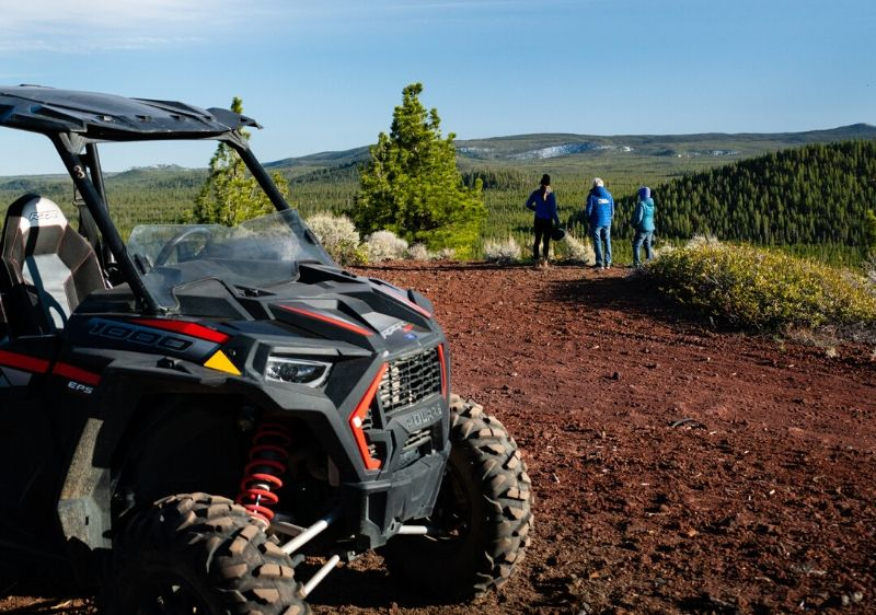 Polaris-RZR-driving-through-a-dirt-trail-in-the-forest1