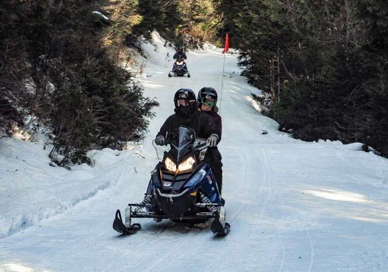 Snowmobile-group-on-Priest-River-Valley-trail1