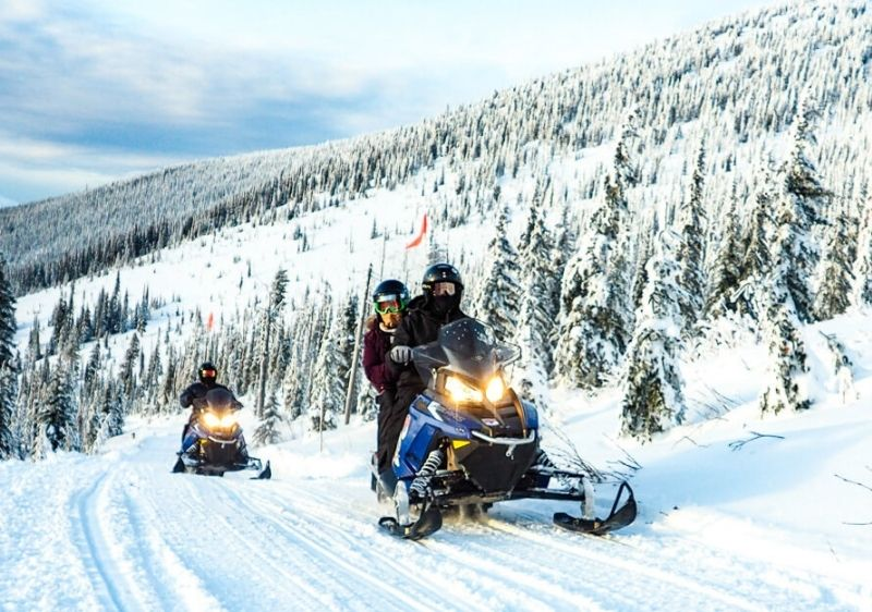 Snowmobile-group-on-Priest-River-Valley-trail3
