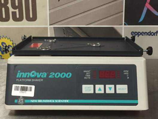 New Brunswick Scientific Innova 2000 Benchtop Platform Shaker