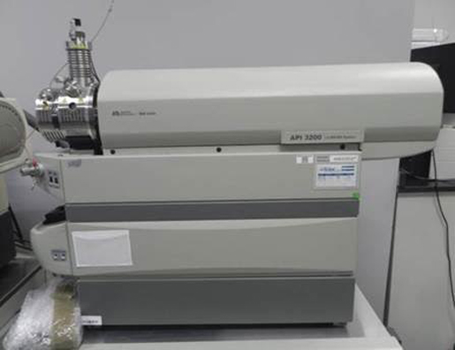 AB Sciex API 3200 Mass Spectrometer w/ Shimadzu Prominence LC-20AD UFLC and CTC Autosampler LC/MS/MS  System