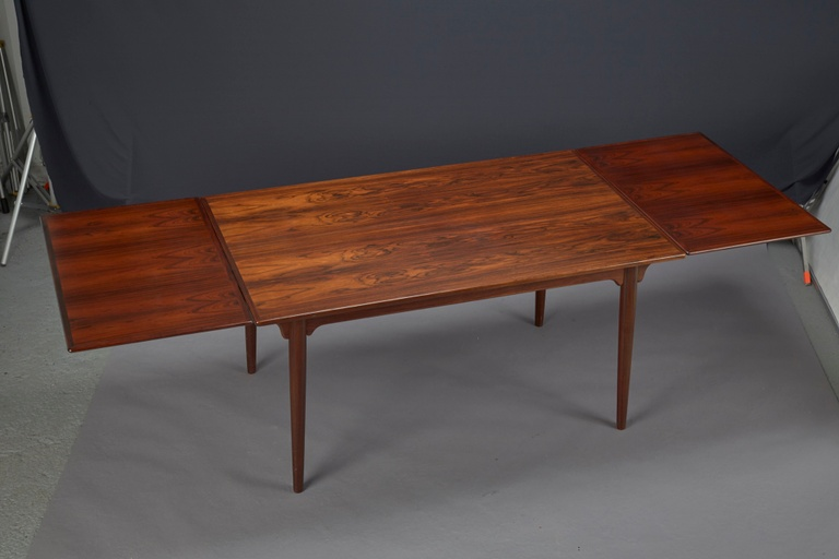 Danish Modern Rosewood Dining Table With Two Pull-out Leaves