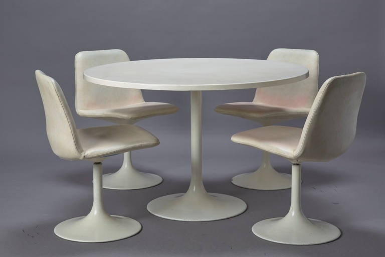 Tulip Style Table and 4 Dining Chairs in White Leatherette
