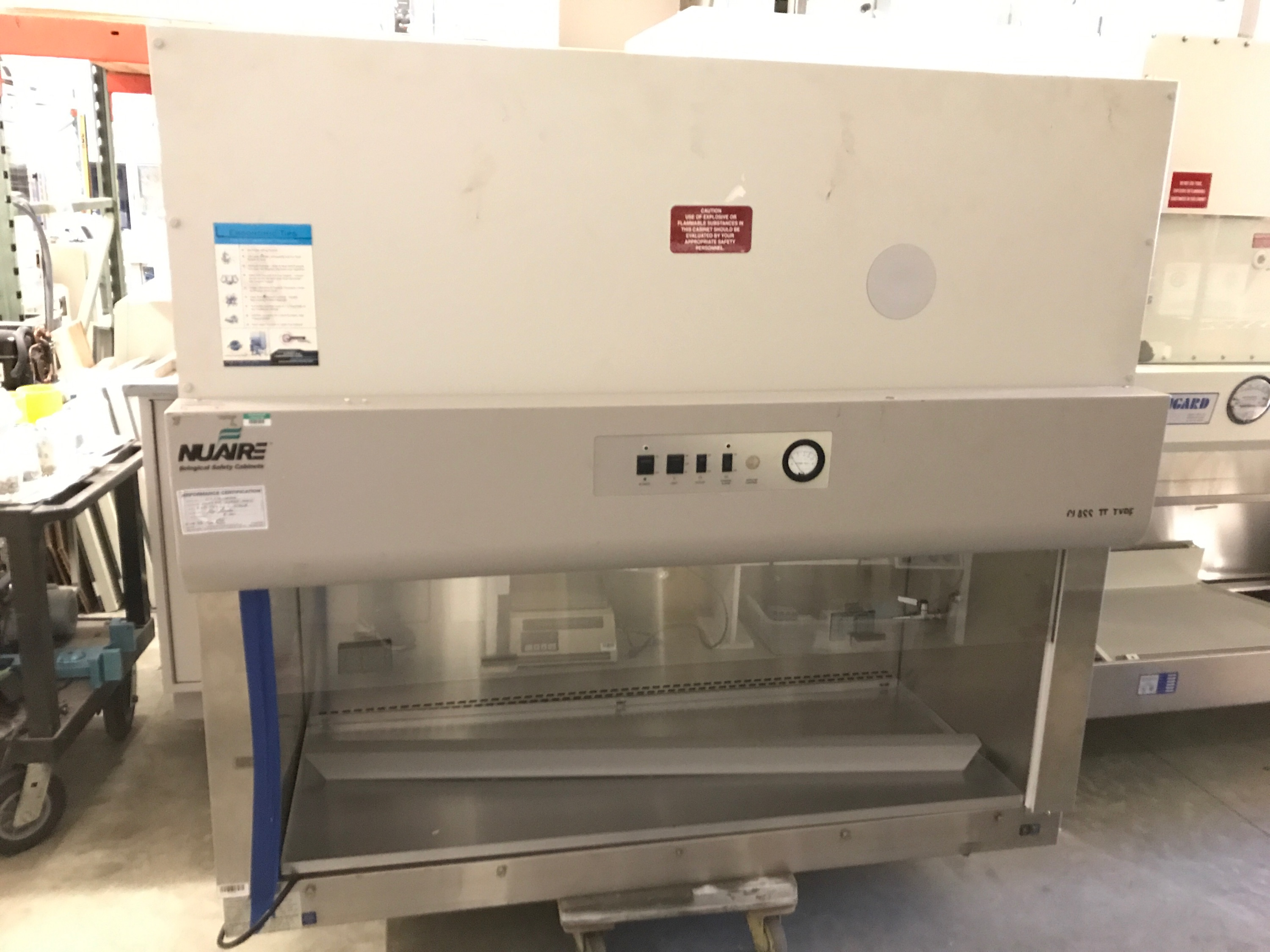 Nuaire 425-500 Biosafety Cabinet