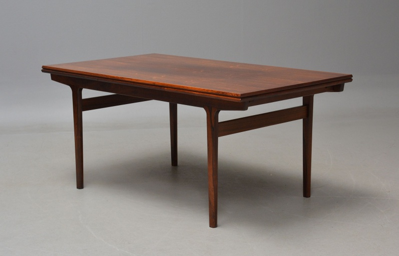 Danish Modern Rosewood Extension Dining Table by Vejle Stolfabrik