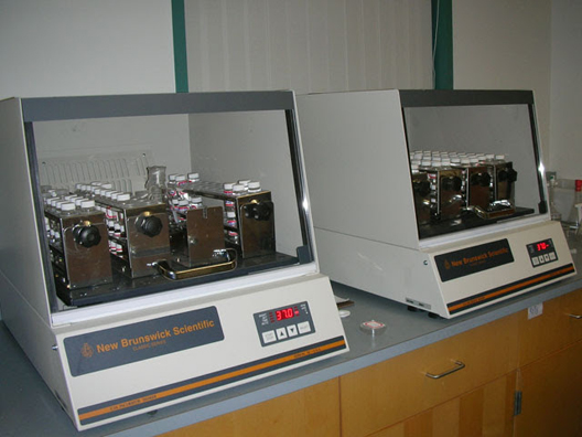 New Brunswick C24KC Refrigerated Incubator Shaker