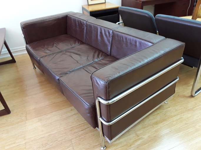 Brown Leather LC2 Sofa by Le Corbusier